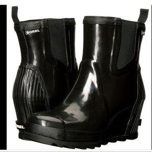 SOREL Joan Rain Wedge Chelsea Bootie. Black, Size8